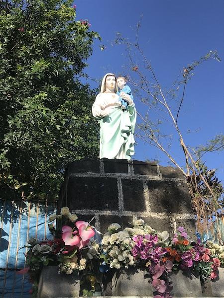 sentier de la vierge à Saint-Joseph situé au centre ville